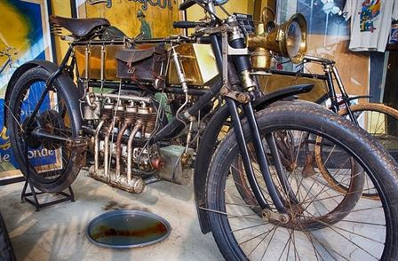 motorcycle-188865_640