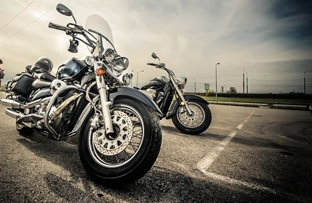 motorcycle-2197863_640